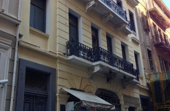Commercial neoclassical building in the heart of Athens