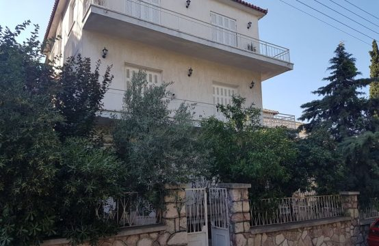 Top floor apartment in a green area 300m from metro